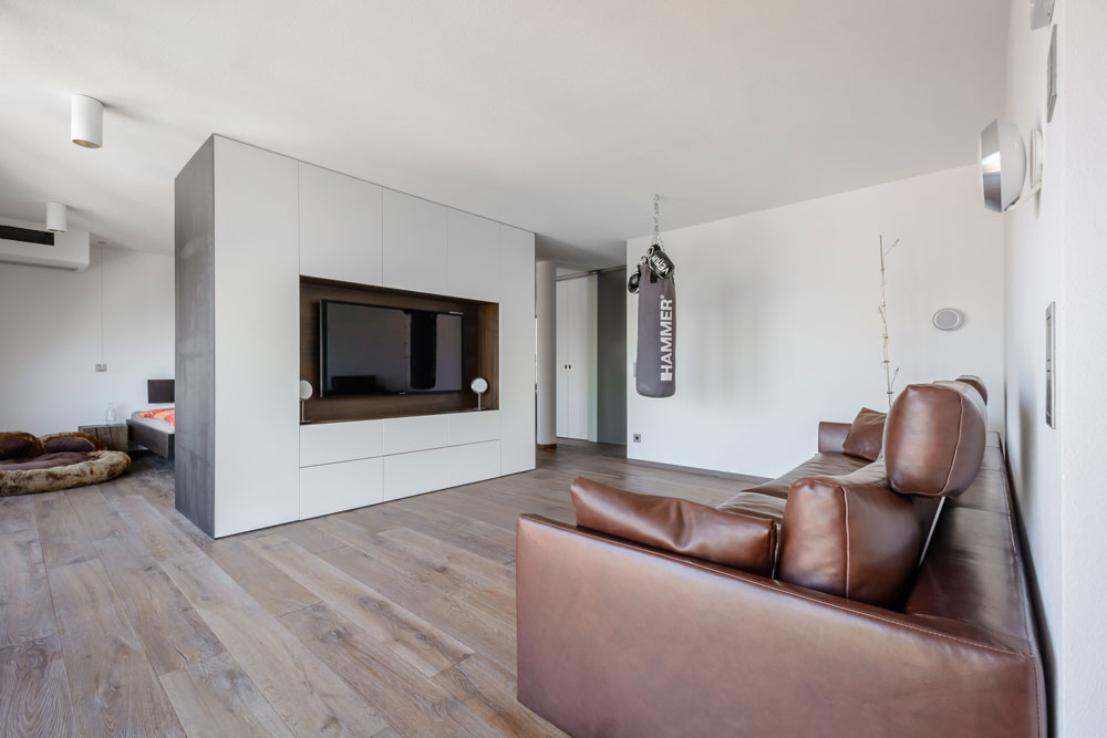 Schrank aus Massivholz – Jonny B. Möbelwerkstatt