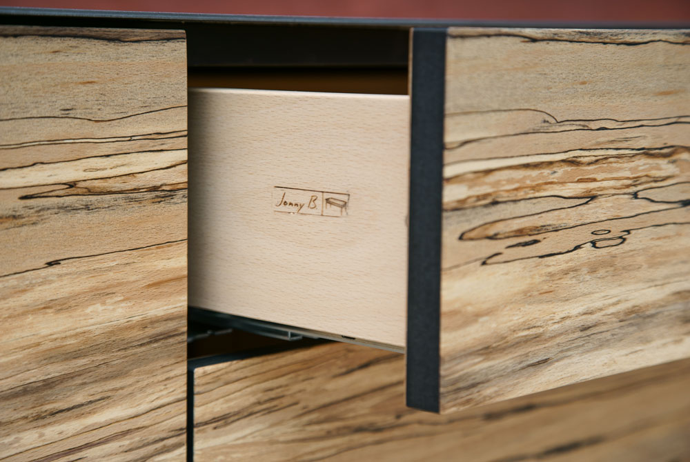 kommode aus massivholz jonny b m belwerkstatt. Black Bedroom Furniture Sets. Home Design Ideas